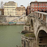 Foto: Tiber mit Brücke